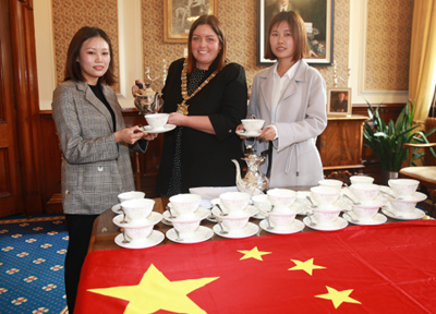 Chinese students take tea with Lord Mayor