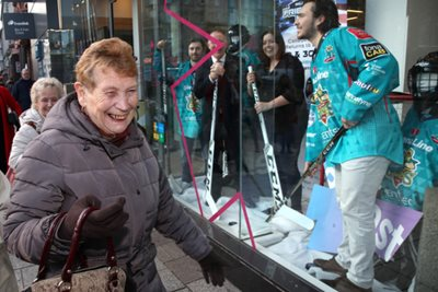 Shoppers spot Belfast Giants having a mannequin moment ahead of Friendship Four tournament